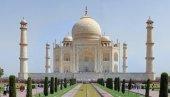 Тадж Махал - памятник построенный во имя любви
